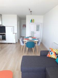 appartement murs blancs déco colorée karine décoration