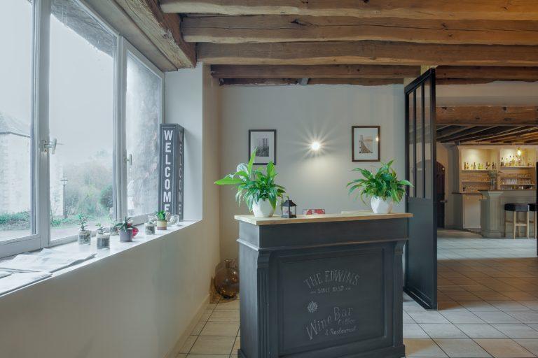 Salle de restaurant et petit salon du Manoir du Rodoir