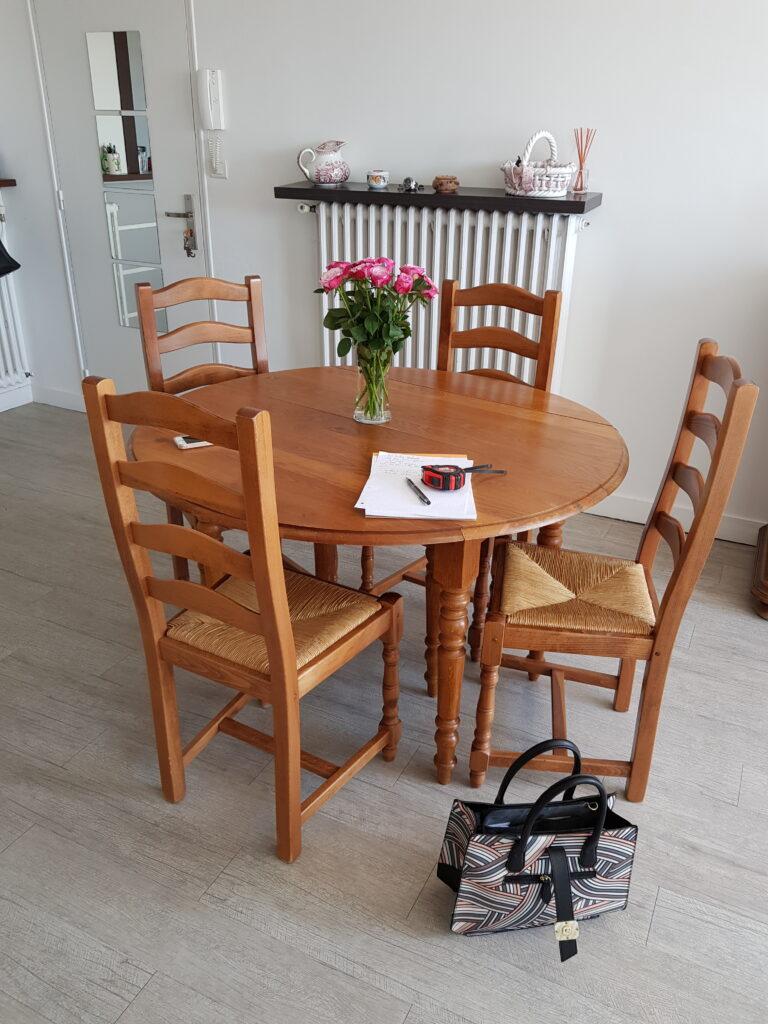 table et chaises avant relooking karine décoration